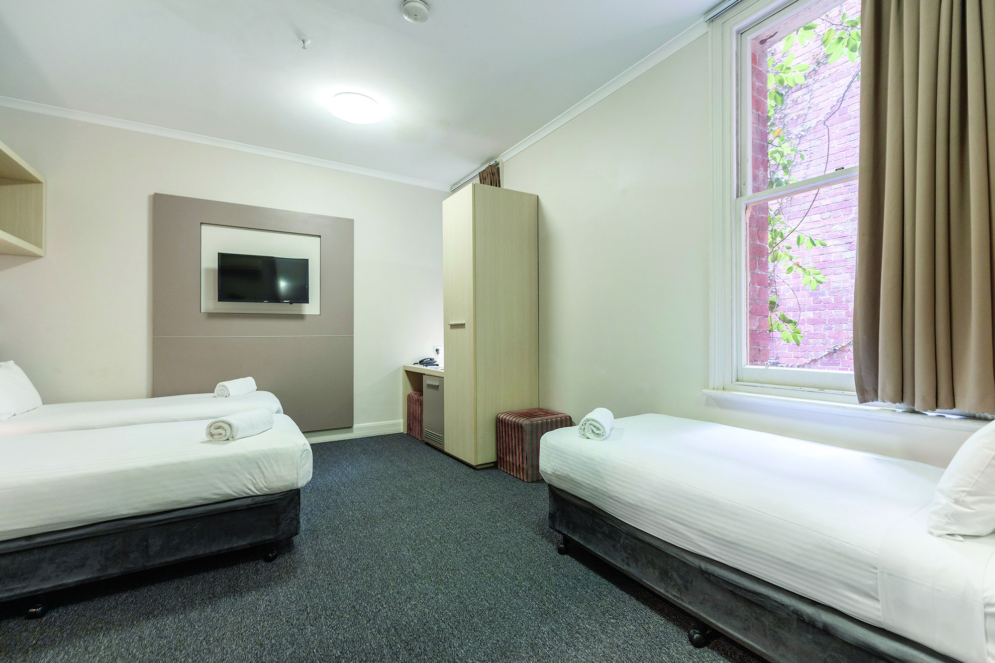 Outstanding Melbourne Short Stay Apartments Hotel Rooms 3 Beds Download Free Architecture Designs Estepponolmadebymaigaardcom